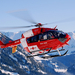 hd-helicopter-wallpaper-met-een-rode-helicopter-vliegend-in-de-be
