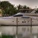 hd-boten-achtergrond-met-een-grote-dure-jacht-in-een-haven-boten-