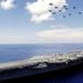 hd-schepen-wallpaper-met-een-vliegdekschip-op-volle-zee-en-vliegt