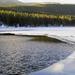 hd-winter-wallpaper-met-een-half-bevroren-meer-achtergrond-foto
