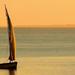 hd-zee-wallpaper-een-zeilboot-zeilend-op-een-groot-meer-hd-achter