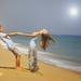 jungen-und-madchen-auf-dem-strand-im-sommer-hd-sommer-hitergrundb