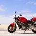 rote-ducati-monster-696-auf-dem-strand-hd-motor-hintergrundbilder