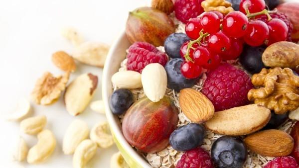 breakfast-muesli-nuts-berries_1987146339