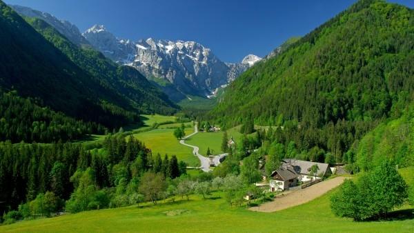 spring-alpine-valley_1868223953