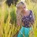 224988_kobieta_blondynka_aida_ridic_krzewy