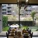 11) De Paastafel met zicht op de tuin