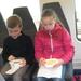 29) Fruit eten op de trein naar Schaarb. op 06 april '18