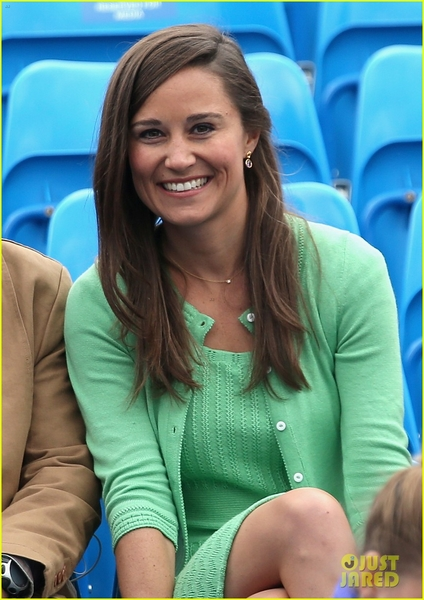 pippa-middleton-aegon-championships-with-mom-carole-02