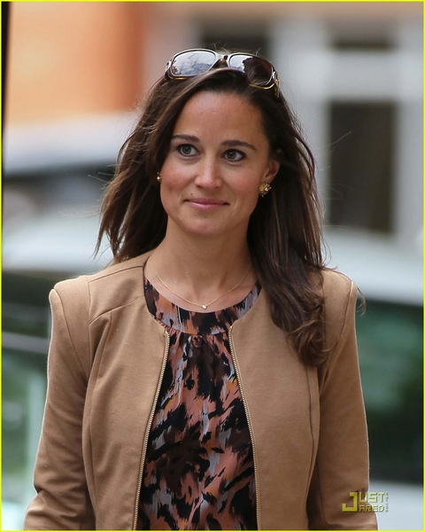 pippa-middleton-chic-shopping-01