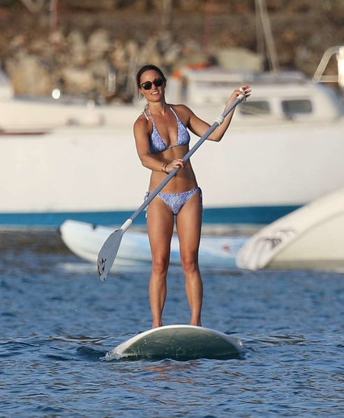 Pippa-Middleton-in-Bikini-Paddleboarding--28