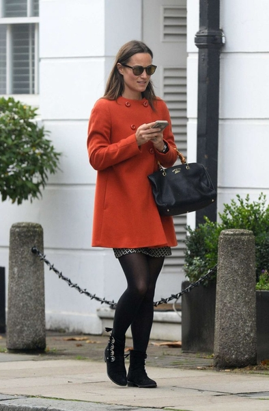 Pippa-Middleton-in-Red-Coat-out-in-Chelsea--05-662x1007