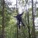 28) Jana zwaait tussen de bomen