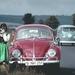 VW kever met dirndlmeisje