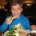 09) Ruben eet een croque monsieur