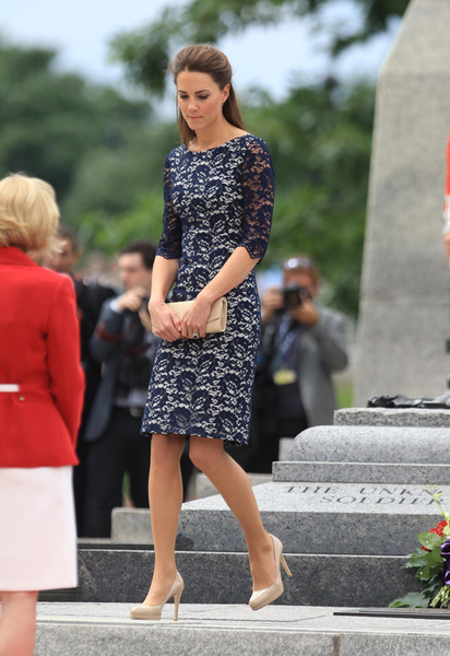Kate Middleton Arrive In Canada Photos (6)