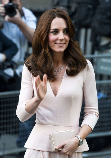 Kate-Middleton_-Visits-the-National-Portrait-Gallery--11