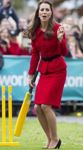 kate-middleton-at-latimer-square-gardens-in-christchurch-in-new-z