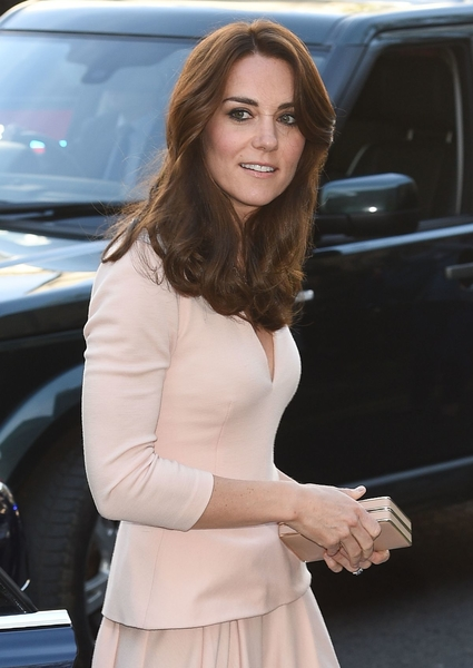 kate-middleton-at-national-portrait-gallery-in-london-05-04-2016_
