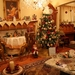 american_living_room_with_decorated_christmas_tree