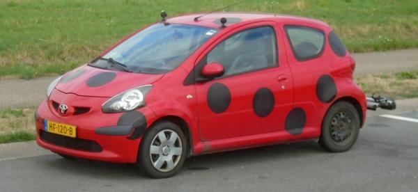 DSC05722_Toyota-Aygo_rood-zwarte-bollen_HF-120-B