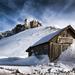 367389_dom_sneg_zima_gora_kamni_2560x1600_www.Gde-Fon.com