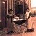 1900 (?) Trijntje de Boer-Zweed.Jaapje Plug-Zweed. In Kinderwagen