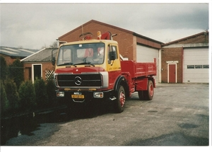 Mercedes 1617 met HMF kraan