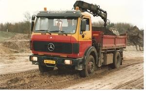 Mercedes 1617 met Hiab 090 kraan