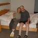 0018 Lydia en Ronny op hun bed