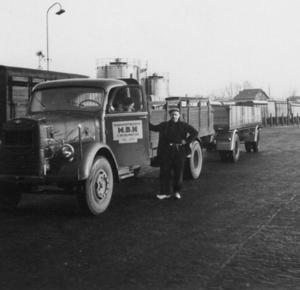 15. Jan Visser met eerste PKA aanhangwagen