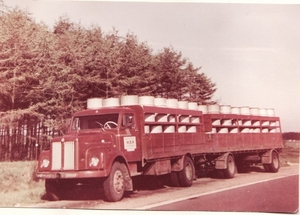 25. Scania 8 met vaten melkpoeder