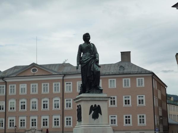 Salzburg _statue Mozart