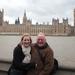 Opa en kleindochter aan de Theems.
