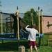 Hans bij de trampoline