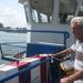 op de veerboot.