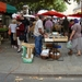 De markt in Millau boer verkoopt eigen groenten